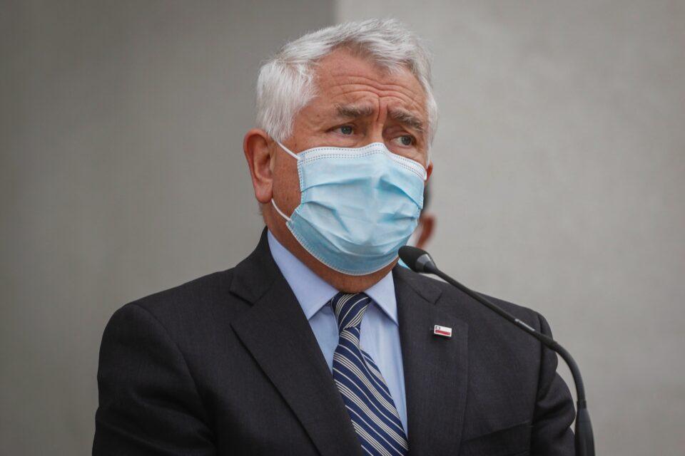 Health Minister Enrique Paris during the Santiago lockdown announcement
